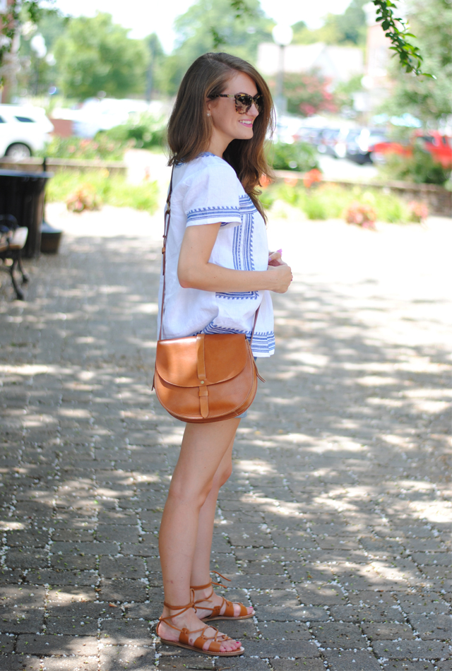 Blue and white summer look