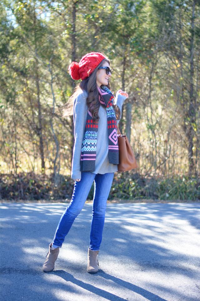 Cute outfit idea with a pom pom beanie