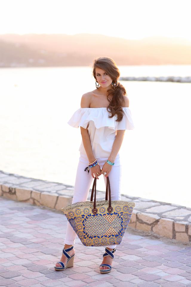Love the straw beach bag